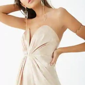 Dresses & Skirts - Champagne satin plunging V-wire neck max